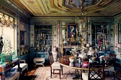 The dining room in the New York apartment of Howard Slatkin