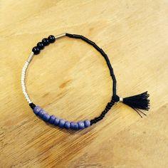 Bracelet composé d'un mixe de perles de tailles et de couleurs différentes : Bracelet par michelineetmicheline