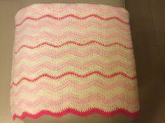Mantita bebe punto chevron crochet a 3 tonos