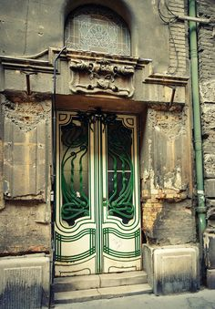 and stained glass window with rose motifs above. Budapest, Józsefváros Architect: Fodor Gyula, 1906