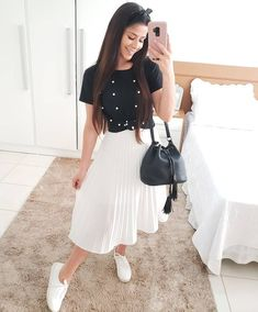 Outfits hermosos con faldas midi para darle un descanso a tus jeans Tesettür Mayo Şort Modelleri 2020 Modest Wear, Modest Dresses, Modest Outfits, Classy Outfits, Beautiful Outfits, Casual Outfits, Cute Outfits, Winter Outfits, Muslim Fashion