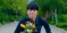 Junhoe running at iKON #WYD MV - Cute K-Pop gif Koo Jun Hoe, Cute Gif, Kpop Boy, New People, K Idols, Pop Group, Michael Jackson, Music Videos, Gifs