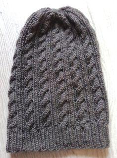 Un bonnet à torsades sans coutures et surtout bien douillet - Aiguilles et Myrtilles Slouchy Beanie, Boot Cuffs, Hats For Women, Knitted Hats, Winter Hats, Geek Stuff, Couture, Knitting, Bonnets