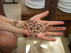 Pictures of henna temporary tattoos and henna tattoo designs - About henna tattoos