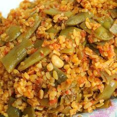 Çabucak hazırlanan bu nefis fasulyeli bulgur pilavı tarifi'ne bayılacaksın… – Comidas fáciles – Las recetas más prácticas y fáciles Rice Recipes, Cooking Recipes, Turkish Recipes, Ethnic Recipes, Turkish Kitchen, Shellfish Recipes, Frijoles, Food Platters, Iftar