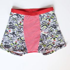Child Boxer Pattern - Kalzon kids pattern in various children's sizes and for sewing at home. Learn by sewing underwear. Sewing Shorts, Underwear Pattern, Kids Patterns, Fashion Sewing, Knitting Stitches, Baby Sewing, Sewing Hacks, Patterned Shorts, Lingerie
