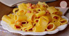 Pasta alla papalina un primo piatto semplicissimo e gustosissimo, con tantissime varianti e con una storia antica e particolarissima