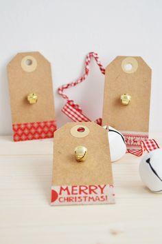 Etiquetas navideñas con washitape y cascabeles - Little Muna
