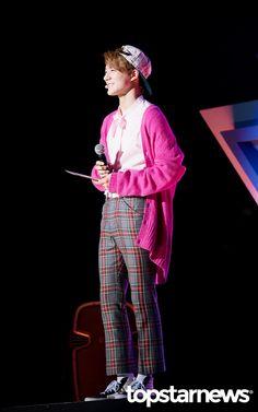 [HD포토] 엔시티 드림(NCT DREAM) 제노 풍선껌을 연상시키는 핑크 프레피룩 #topstarnews