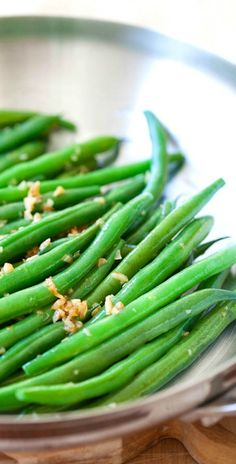 Garlic Green Beans – 10-min stir-fry green beans recipe with garlic. Super healthy, easy and budget-friendly for the entire family | rasamalaysia.com