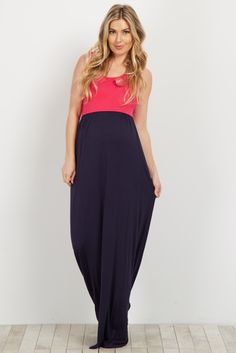 Keep it casual and comfortable this season by pairing this modern color block maternity maxi dress to a number of occasions. Thanks to the stretchy, lightweight material, you can look and feel amazing at every stage of your pregnancy. Dress it up even further by throwing on a statement necklace for an added pop of color.