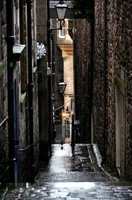 Historic alley in Edinburgh, Scotland