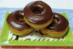 Easy Baked Vegan Doughnuts - INGREDIENTS Dry 1 cup all-purpose flour cup agave nectar 2 tsp. baking powder pinch of salt dash of cinnamon Wet ¾ cup soy milk 1 tsp apple cider vinegar 1 tsp. Baked Vegan Doughnuts, Vegan Donut Recipe, Donut Recipes, Healthy Donuts, Homade Donuts, Powdered Donuts, Vegan Breakfast Recipes, Vegan Recipes, Dessert Recipes