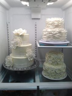 How to tutorials on ruffle cakes, making fondant petals and making rose cakes here.