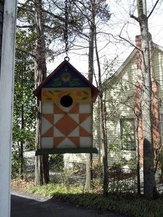 A barn quilt birdhouse by crystalc Barn Quilt Designs, Barn Quilt Patterns, Quilting Designs, Quilting Tutorials, Painted Barn Quilts, Bird Houses Painted, Country Barns, Old Barns, Barn Signs