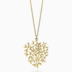 Paloma Picasso® Olive Leaf pendant in 18k gold, large.