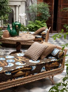 Gaston y Daniela is one of the most important fabric houses in the Spanish high-end textile industry Outdoor Living Rooms, Outdoor Spaces, Patio Interior, Interior And Exterior, Gaston Y Daniela, Spanish Interior, Outdoor Seating, Outdoor Decor, Bohemian House