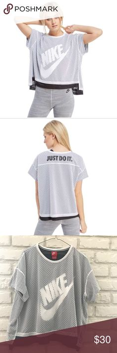 Nike Women's Crop Mesh Shirt Top White/ Black--XL Size: X- Large Color: White and Black Style # 726110 100 Retail $50.00 Brand new still with original tags attached. Crop top style Nike Tops Crop Tops