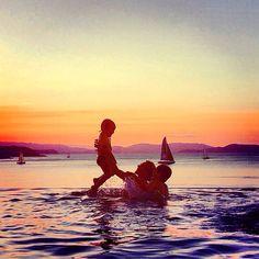 It's moments like these…  @alannamarquise ||#FamilyHoliday #HamiltonIsland #Sunset