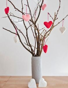 Tree - Easy DIY table decoration idea for valentine themed fundraiser. - Valentines Tree – Easy DIY table decoration idea for valentine themed fundraiser. Perfectly simpl -Valentines Tree - Easy DIY table decoration idea for valentine themed . Valentine Tree, Valentines Day Party, Valentine Day Crafts, Valentine Ideas, Valentines Fundraiser Ideas, Valentines Sweets, Saint Valentine, Holiday Crafts, Diy Valentine's Day Decorations