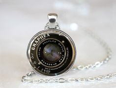 Vintage Camera Lens Necklace Camera Pendant Camera Jewelry Photographer Gift Photographer Jewelry from etsy Cute Jewelry, Jewelry Art, Jewelry Accessories, Jewelry Necklaces, Unique Jewelry, Jewlery, Photographer Gifts, Gifts For Photographers, Foto Fun