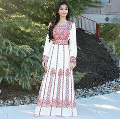 @arij97 Folk Fashion, Muslim Fashion, Modest Fashion, Hijab Fashion, Fashion Outfits, Jordan Dress, Hijab Stile, Long Sleeve Evening Gowns, Ethno Style