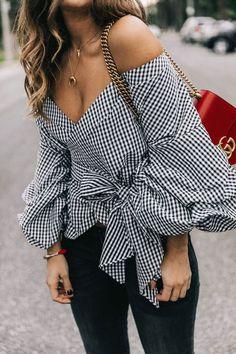 Une blouse Vichy très tendance pour les femmes élégantes