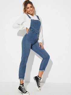 To find out about the Ripped Detail Dungaree Jumpsuit at SHEIN, part of our latest Denim Overalls ready to shop online today! Denim Dungaree Shorts, Denim Overalls, Pop Fashion, Denim Fashion, Fashion Outfits, Romwe, Overalls Fashion, Estilo Denim, Off Shoulder Jumpsuit