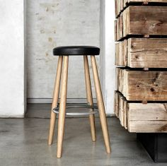 The CH56 bar stool was designed by Hans J. Wegner in 1985. With its light and practical design this bar stool is all about function combined with the finest materials!
