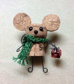 figurine souris en liège pour décorer votre sapin, jolie fabrication en bouchon liege