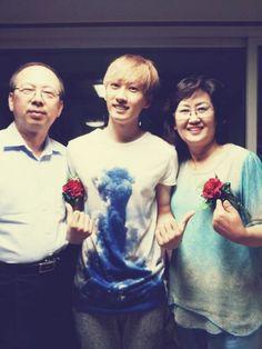 Super Junior's Eunhyuk shares photo of his parents #allkpop #Kpop #SuperJunior #SuJu