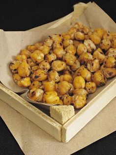 If you have boiled chickpeas, you can prepare a delicious and healthy snack until your tea is brewed Turkish Snacks, Turkish Recipes, Soup Recipes, Cooking Recipes, Healthy Snacks, Healthy Recipes, Pasta, Breakfast Items, I Foods