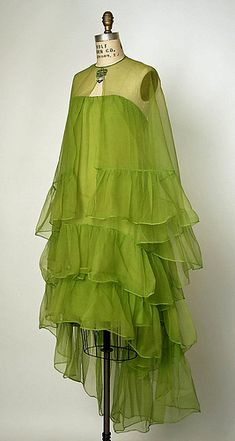 Lime green Silk cocktail ensemble 1966 House of Balenciaga (French, founded Designer: Cristobal Balenciaga (Spanish, Guetaria, San Sebastian Javea) Vintage Outfits, Vintage Gowns, Vintage Clothing, Retro Mode, Vintage Mode, 1960s Fashion, Vintage Fashion, Edwardian Fashion, Style Année 60