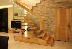 Ihre Treppe Aus Massivem Holz Erhält Durch Die Kombination Von Holz Und  Glas Ein Modernes Äußeres