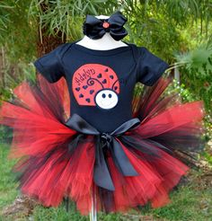 Perfect tutu to make for my niece's first birhtday since we are doing lady bug theme!!