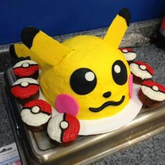 Love the cupcakes! Could do them witl all the different types (poké ball, great ball, master ball, etc. Pokemon Party, Pokemon Birthday, Pokemon Cakes, Pokeball Cupcakes, 10th Birthday Parties, Birthday Cakes, Pikachu Cake, Video Game Party, Holiday Cakes