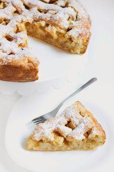 Na těsto: 300 g hladké mouky 1,5 lžičky prášku do pečiva 130 g moučkového cukru malá špetka soli 200 g tuku na pečení (Hera) 1 vej... Apple Dessert Recipes, Sweet Desserts, Sweet Recipes, Cake Recipes, Baking With Kids, Sweet Cakes, Desert Recipes, Bakery, Food And Drink