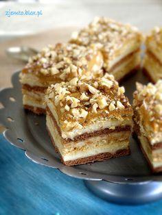 Snikers na herbatnikach Składniki: masa: 1 litr mleka… Sweet Recipes, Cake Recipes, Snack Recipes, Dessert Recipes, Cooking Recipes, Snacks, Polish Recipes, Homemade Cakes, Something Sweet