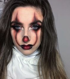 Simple and Creative Halloween Makeup Ideas for Women – Pennywise Loading. Simple and Creative Halloween Makeup Ideas for Women – Pennywise Maquillage Halloween Clown, Halloween Makeup Clown, Halloween Makeup Looks, Easy Halloween Costumes Scary, Halloween Halloween, Halloween Inspo, Halloween Makeup Last Minute, Halloween Costumes Women Scary, Cute Clown Makeup