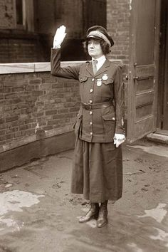 http://www.old-picture.com/american-history-1900-1930s/pictures/Police-Woman-001.jpg