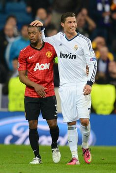 [Patrice Evra & Cristiano Ronaldo] Real Madrid v Manchester United - UEFA Champions League Round of 16 World Best Football Player, World Football, Soccer Players, Nike Football, Cristiano Ronaldo, Ronaldo Juventus, Champions League Draw, Madrid Football Club, Official Manchester United Website