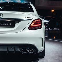 One Stop Classic Car News & Tips – Worldwide classic cars. Mercedes Benz Sports Car, New Mercedes Amg, Black Audi, Bentley Mulsanne, Luxury Cars, Dream Cars, Classic Cars, Super Cars, Tail Light