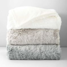 { Faux Fur Colored Throw }