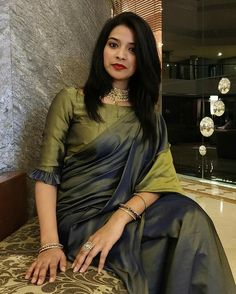 Sarees are like Indian women – so versatile. From business meetings to festivities, from political speeches to red carpets,… Cotton Saree Blouse Designs, Wedding Saree Blouse Designs, Half Saree Designs, Fancy Blouse Designs, Blouse Patterns, Stylish Blouse Design, Stylish Sarees, Elegant Saree, Political Speeches