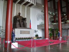 Statue of Sun Yat-sen with ceremonial guards in the interior Sun Yat-sen Memorial Hall, Taipei.