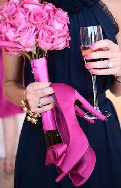 Tout en rosé, chaussures, fleurs et .... Champagne...