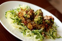 "Zucchini ""Meatballs"" and Tomato-Curry Sauce with Almond Parmesan (aka Vegan Indian Spaghetti and 'Meatballs') Delicious Vegan Recipes, Raw Food Recipes, Veggie Recipes, Vegetarian Recipes, Healthy Recipes, Vegan Food, Savoury Recipes, Noodle Recipes, Healthy Foods"