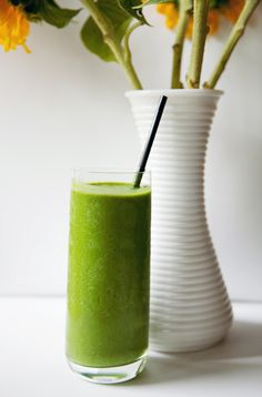 Green Smoothie  1 cup coconut milk (or almond milk)  2 handfuls of spinach  1 ripe banana  1/4 cup coconut meat   2 medjool dates   1/2 tsp cinnamon  1 tbsp ground chia seeds