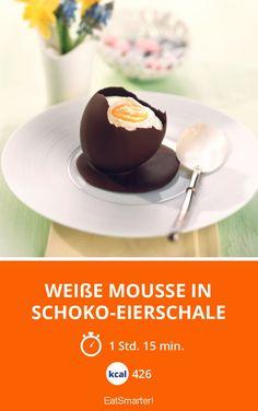 Weiße Mousse in Schoko-Eierschale