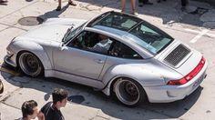 The Porsche Carrera GT earned some notoriety several years ago when it figured in the tragic death of actor Paul Walker. Porsche Wheels, Porsche Cars, Porsche Carrera Gt, Porsche 911 Targa, Vintage Porsche, Vintage Cars, Porsche Replica, Rauh Welt, Hot Cars
